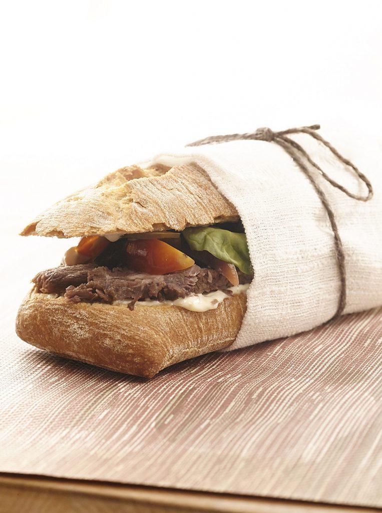 Chapata-con-ternera-asada-al-vacío-tártara-de-verduras-rabanitos-y-mostaza-1547-01448-763x1024.jpg