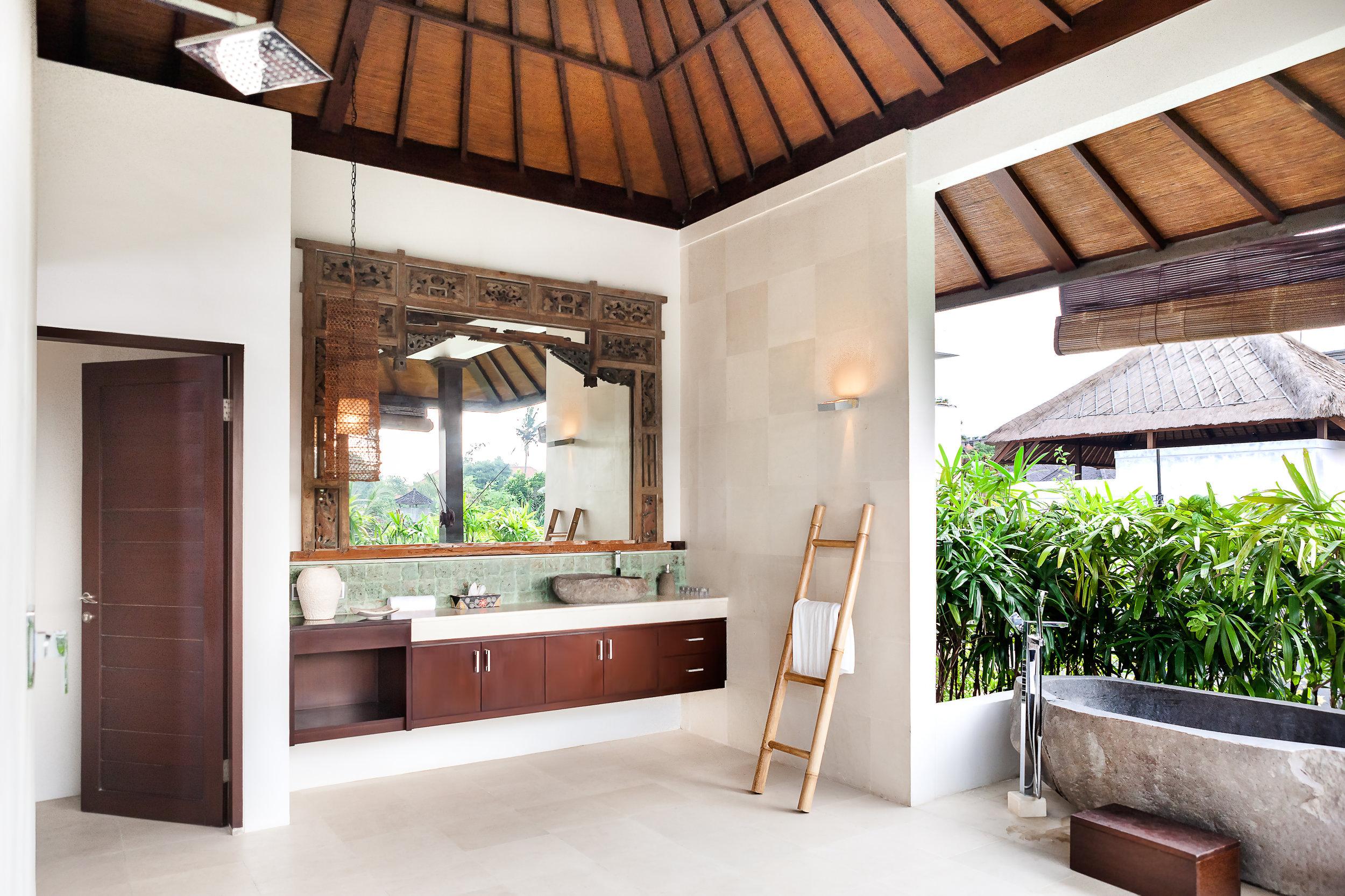 hawaiian bathroom .jpg
