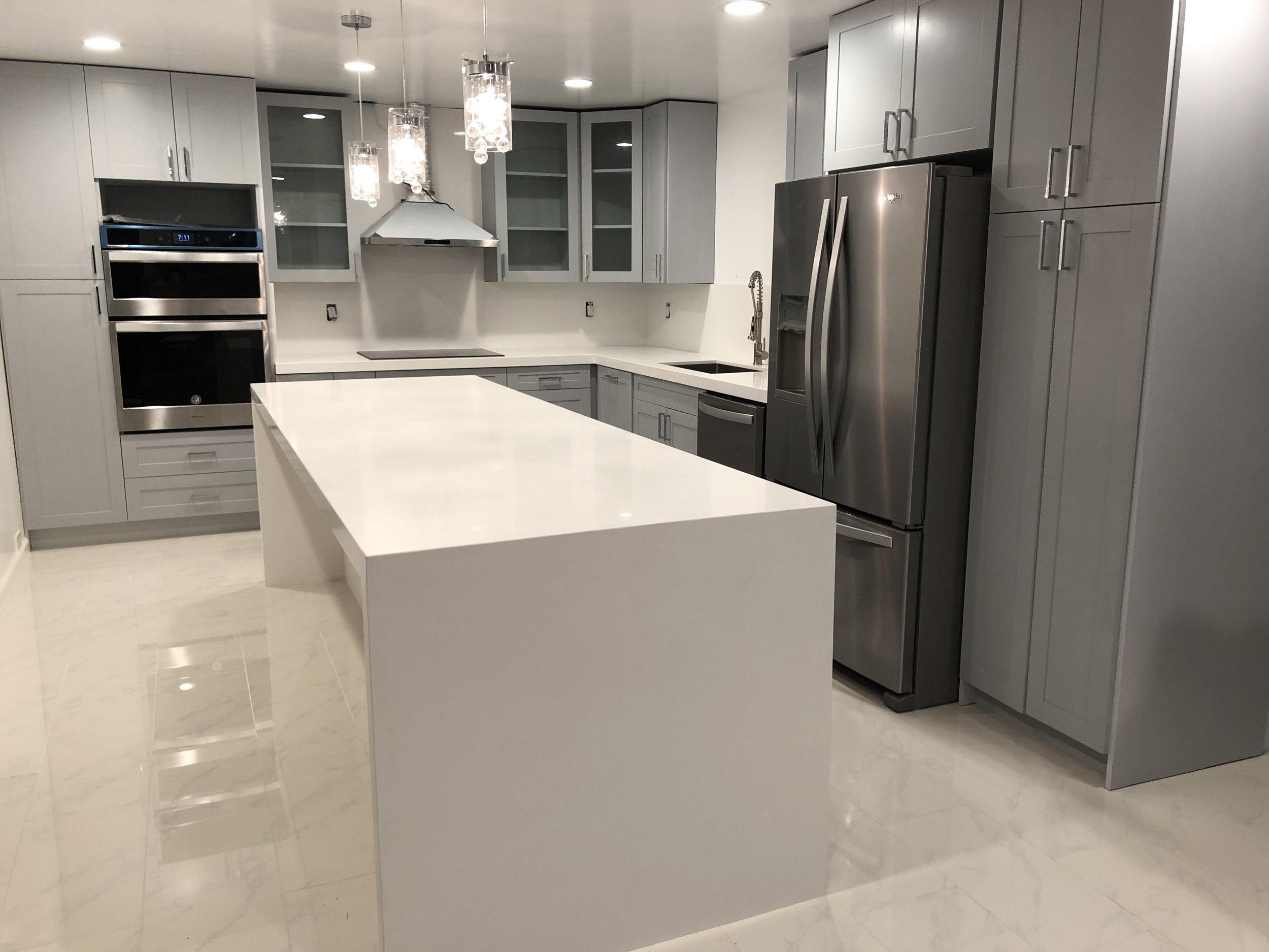 Hawaii Kai Residence - Custom waterfall island and L-shaped kitchen counter tops.