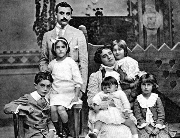 FAMILY PHOTO 1908