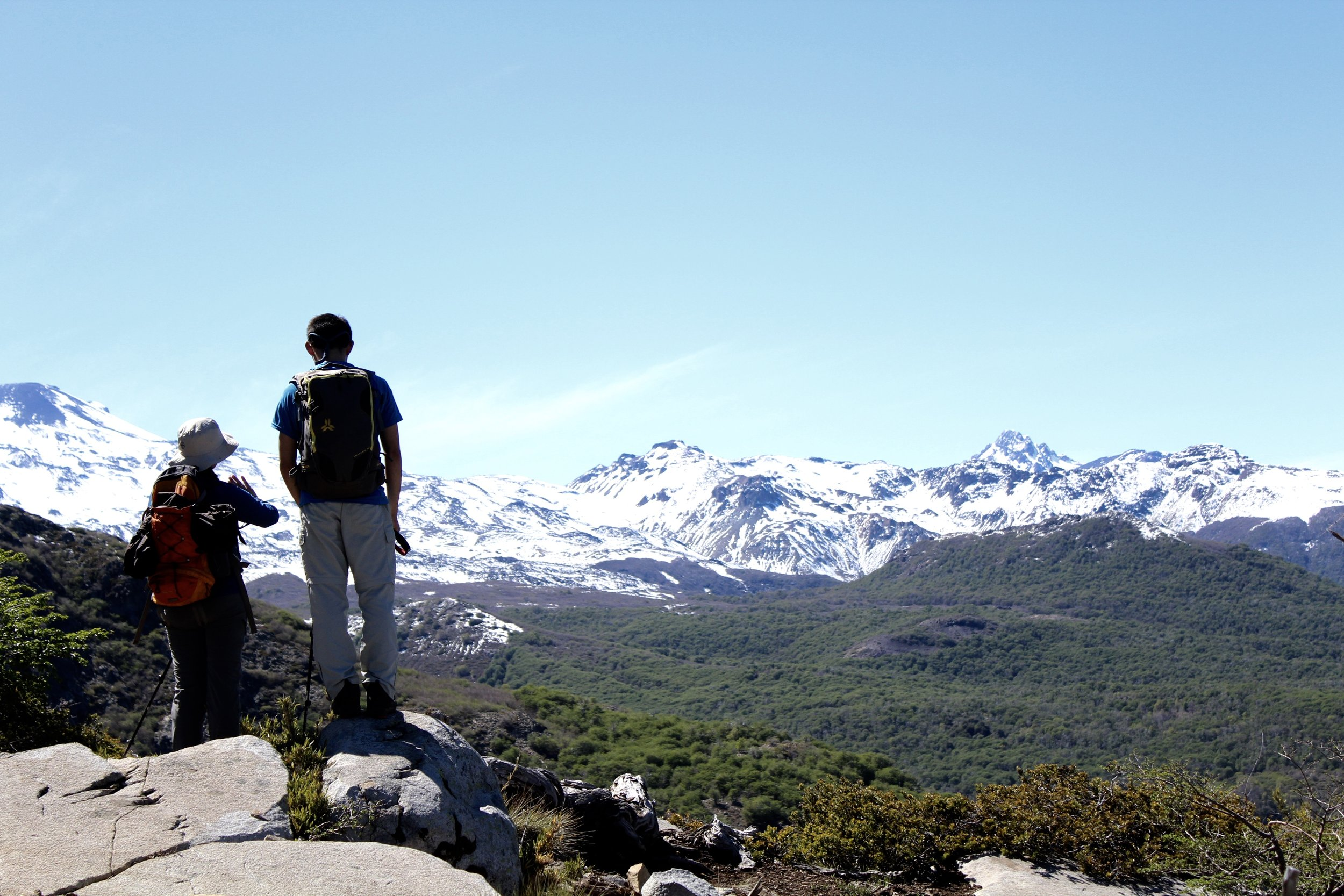 Vista al complejo Volcanico Nevedos de Chillán en ruta a la laguna del Huemul.