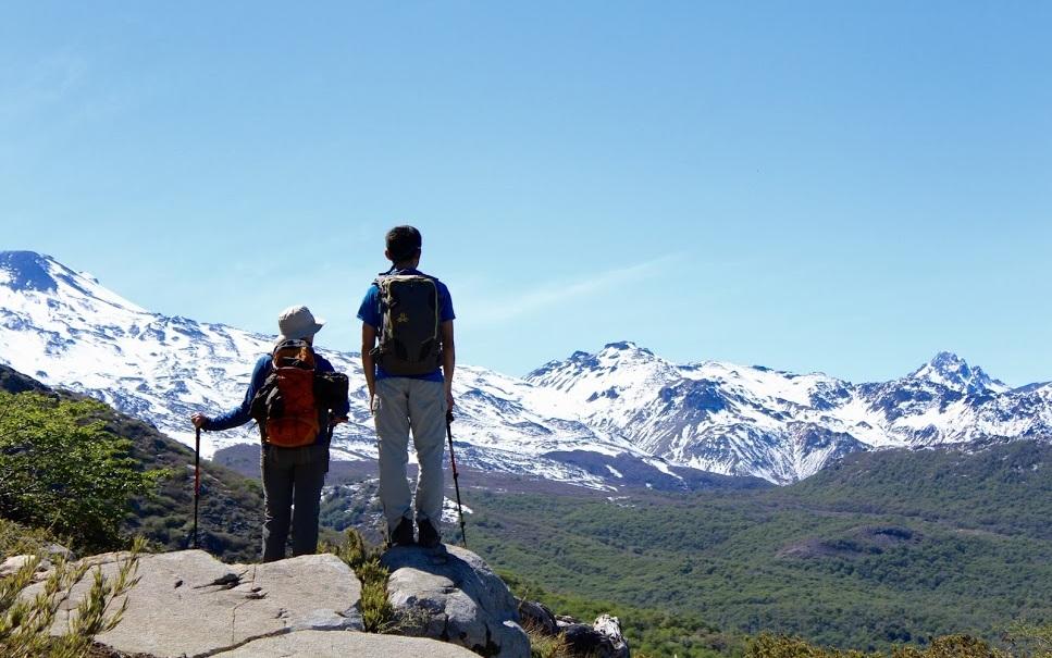 - Día CaminatasRespirar aire puro, salir de la rutina, fomentar el trabajo en equipo y descubrir hermosos paisajes son algunas de las instancias que se generan en una caminata ven y descubre.
