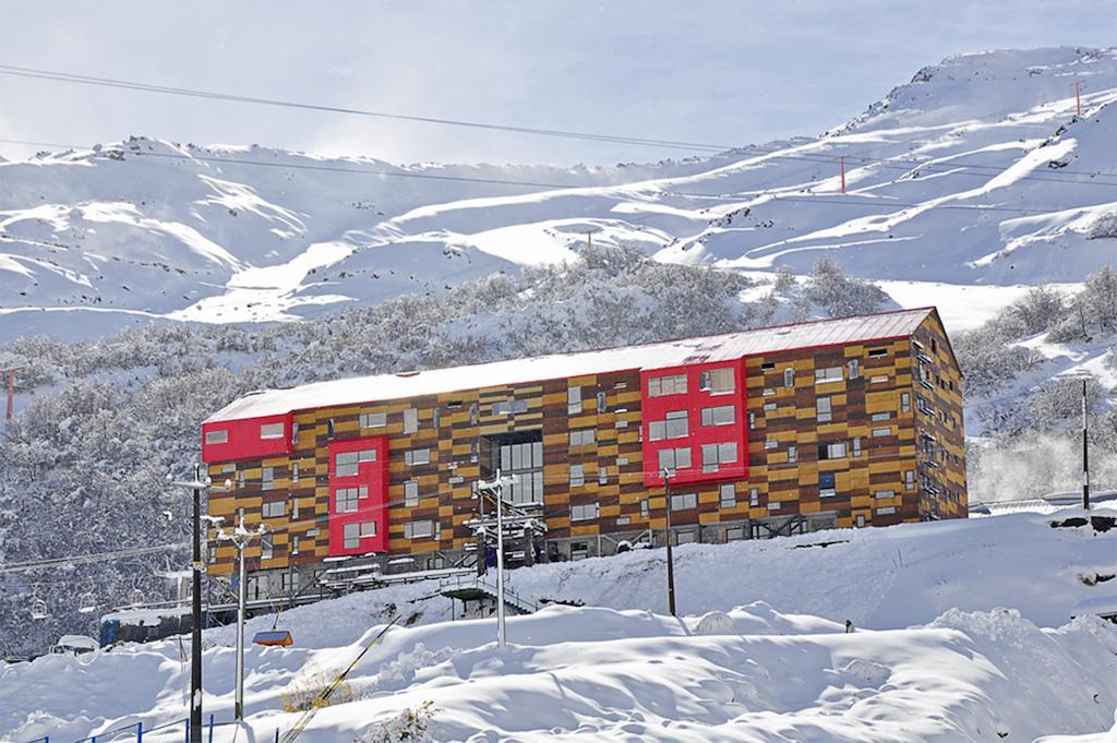 - Nevados de Chillán - Chillán Desde $ 80.000.-Disfrutar de la temporada de nieve o simplemente necesitas relajarte con tu grupo de amigos, colegas o familia, nosotros te llevamos a tu destino.