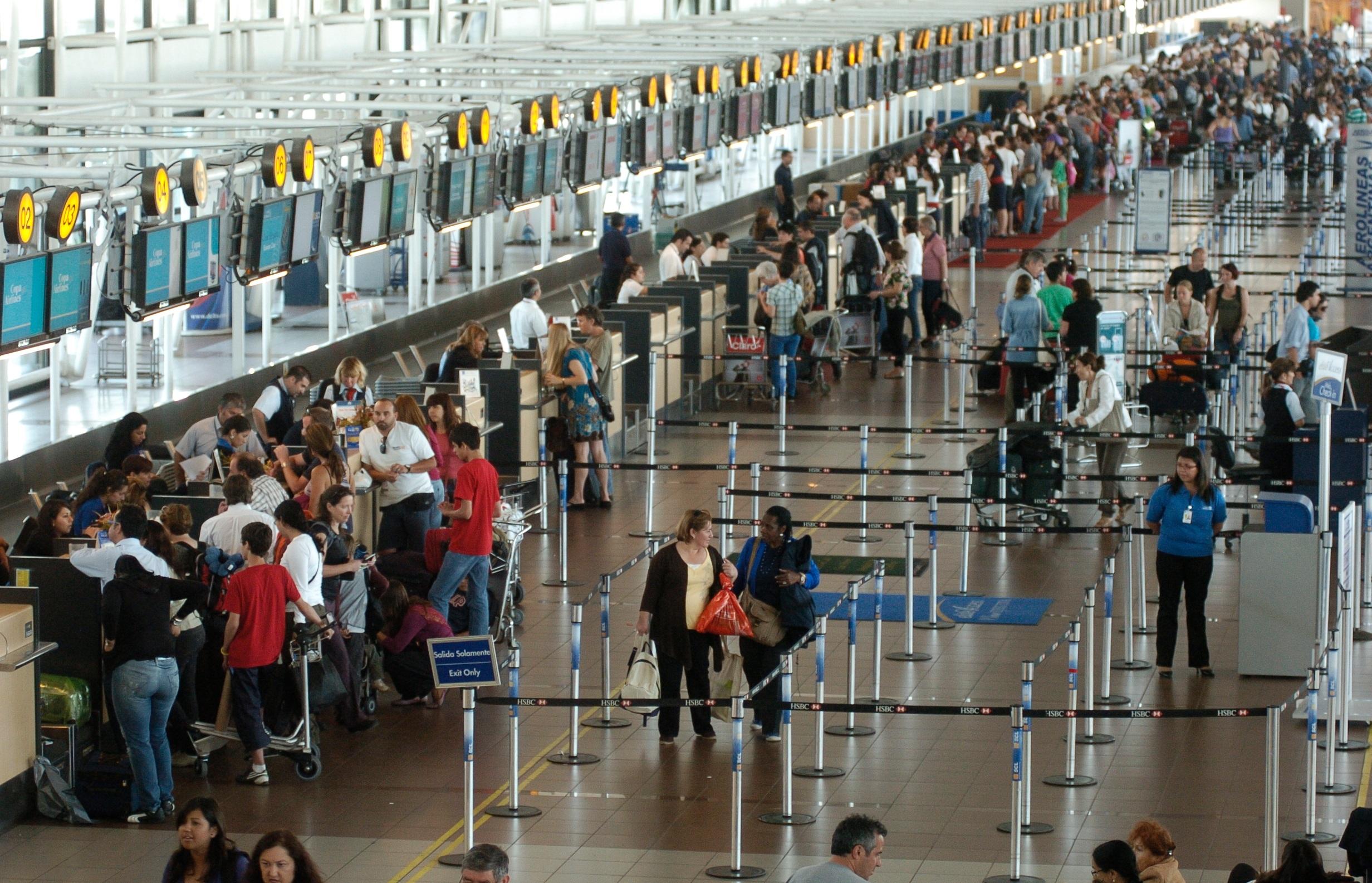 - Nevados de Chillán - Aeropuerto Santiago Desde $ 270.000.-Si tu plan es bajar del avión y tomar un transfer que te lleve directo al hotel en donde tienes hecha tu reserva, nosotros somos la alternativa que buscas.