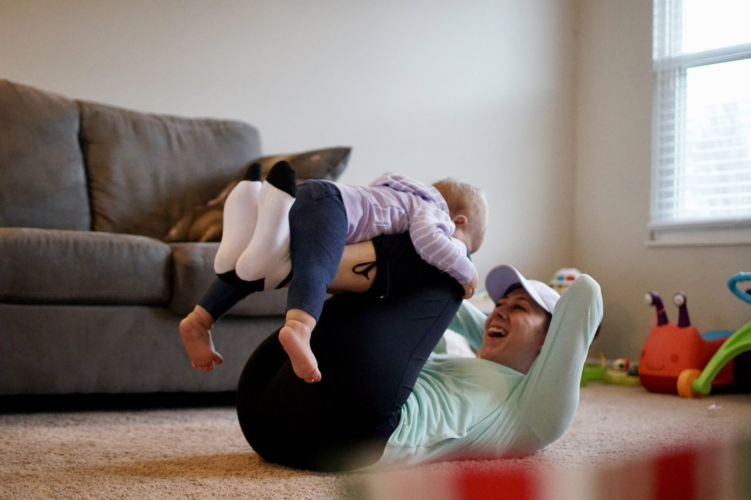 mom and daughter physical activity - doing crunches together - parent blogger