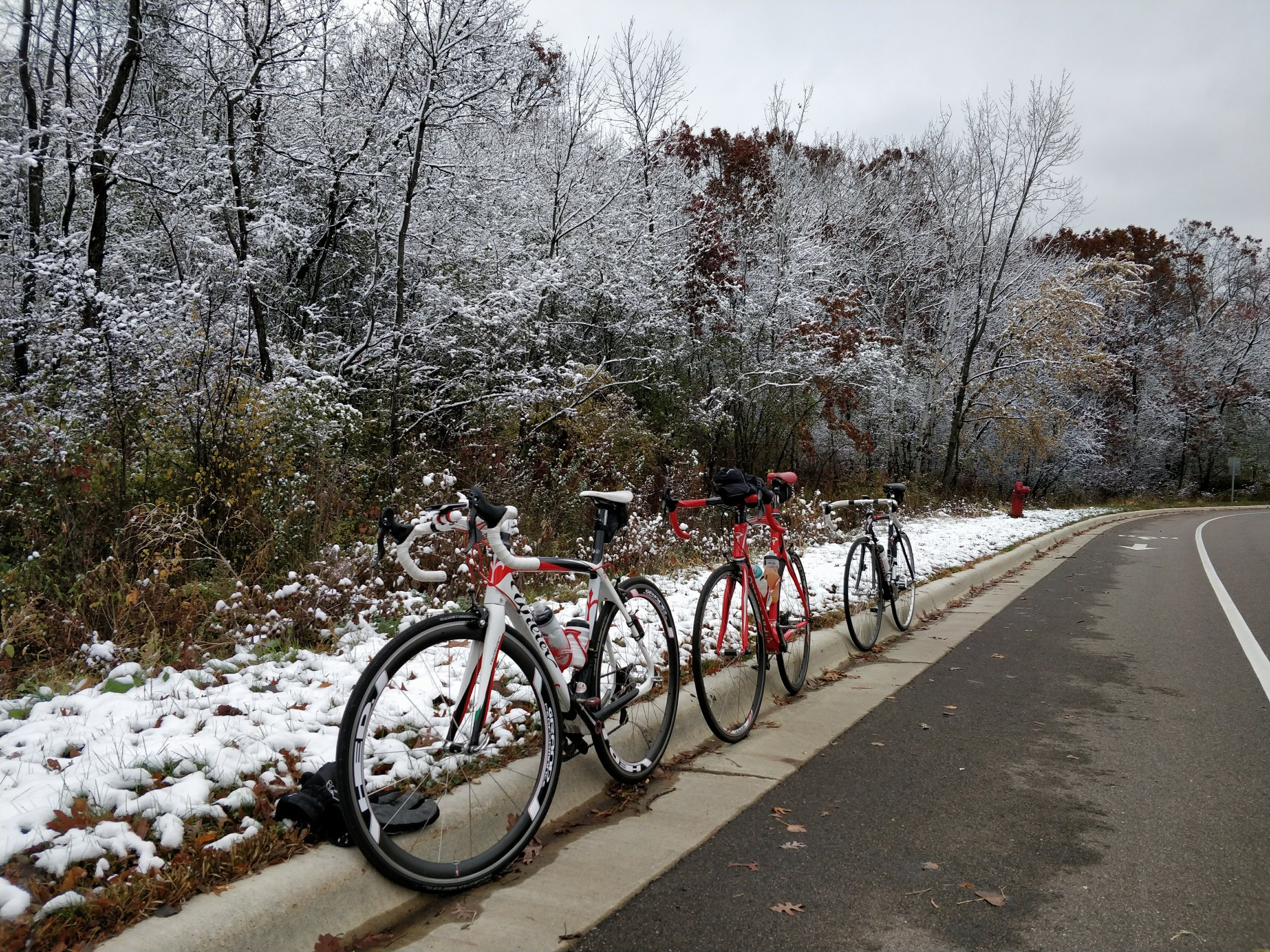 Last week, Saturday, October 28 was the first cold-weather ride of the Fall season, with temps around 35 degrees Fahrenheit.