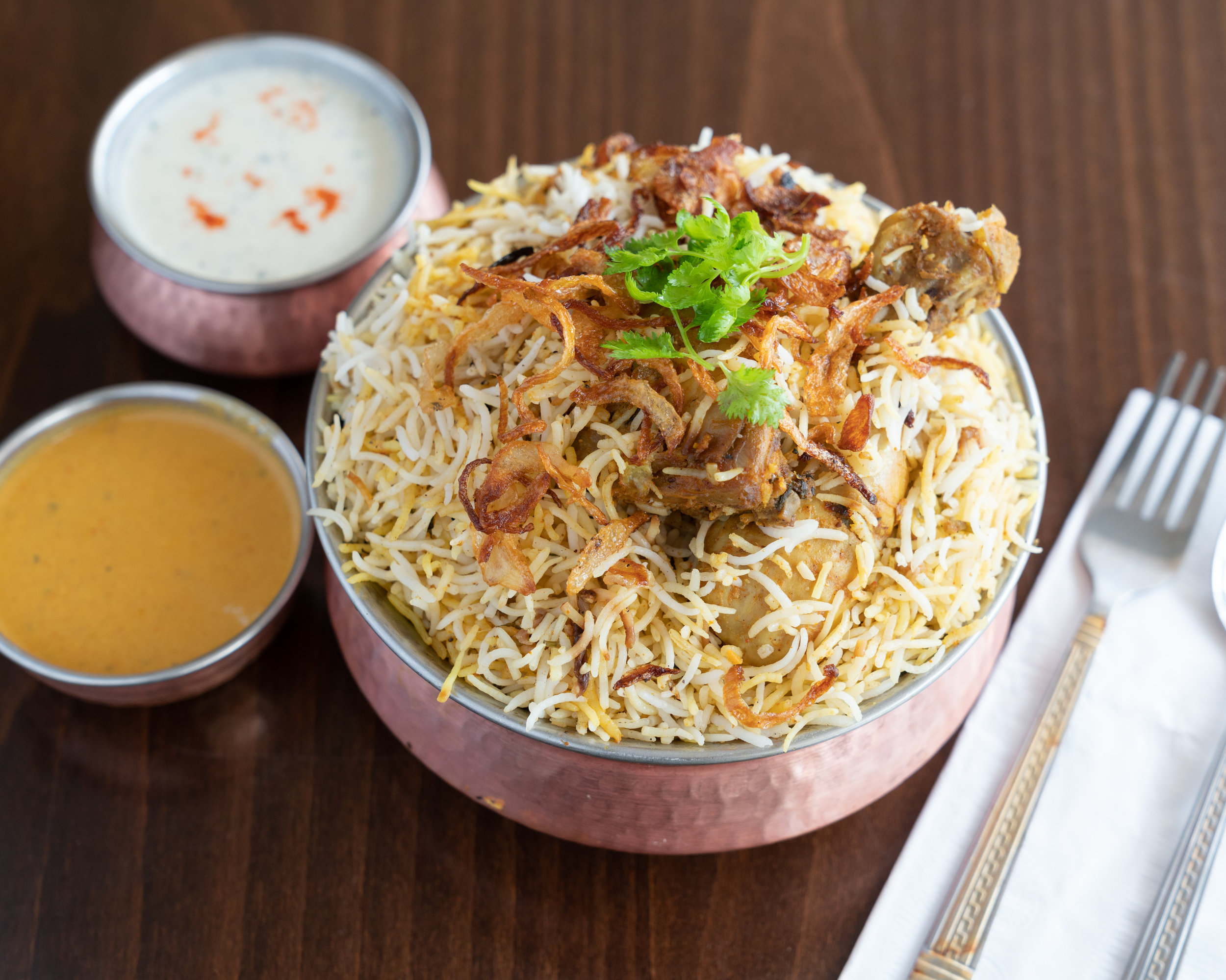 Hyderabad_Biryani_Hut_Dum_Chicken_Biryani_2880x2304-1.jpg