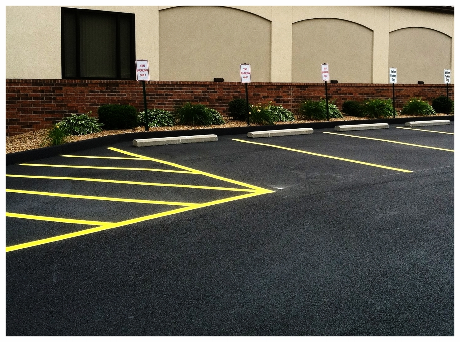 Parking_lot_striping