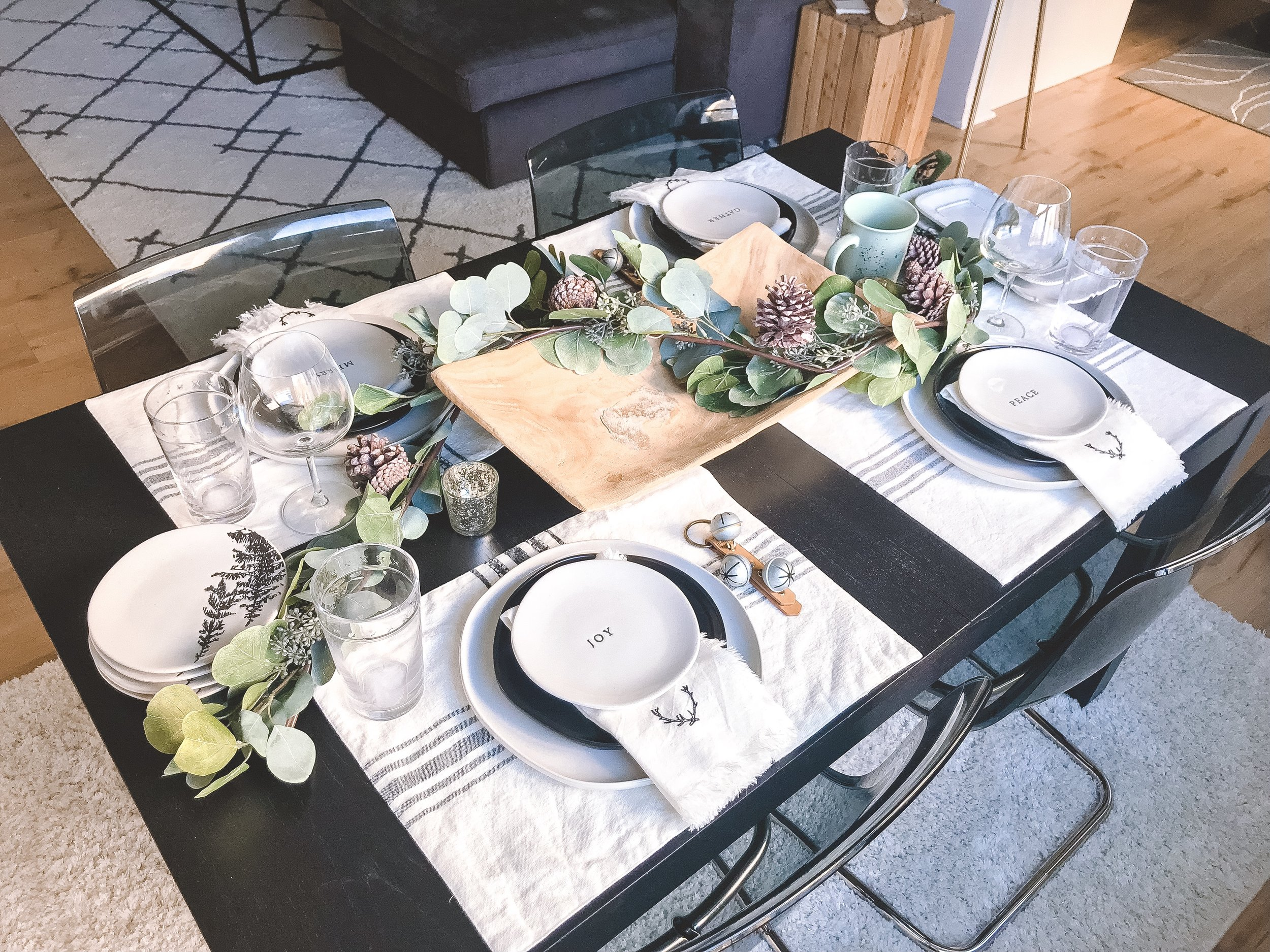 Your Guide to a Cozy Holiday Tablescape - The Life She Wanders