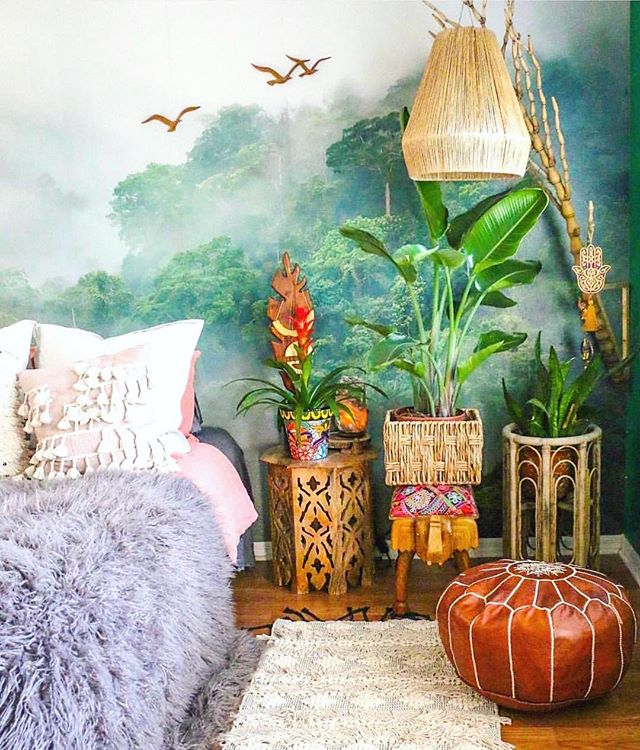Just a little bit obsessed with this gorgeous bedroom by @mango_manor 🌿🌿🌿