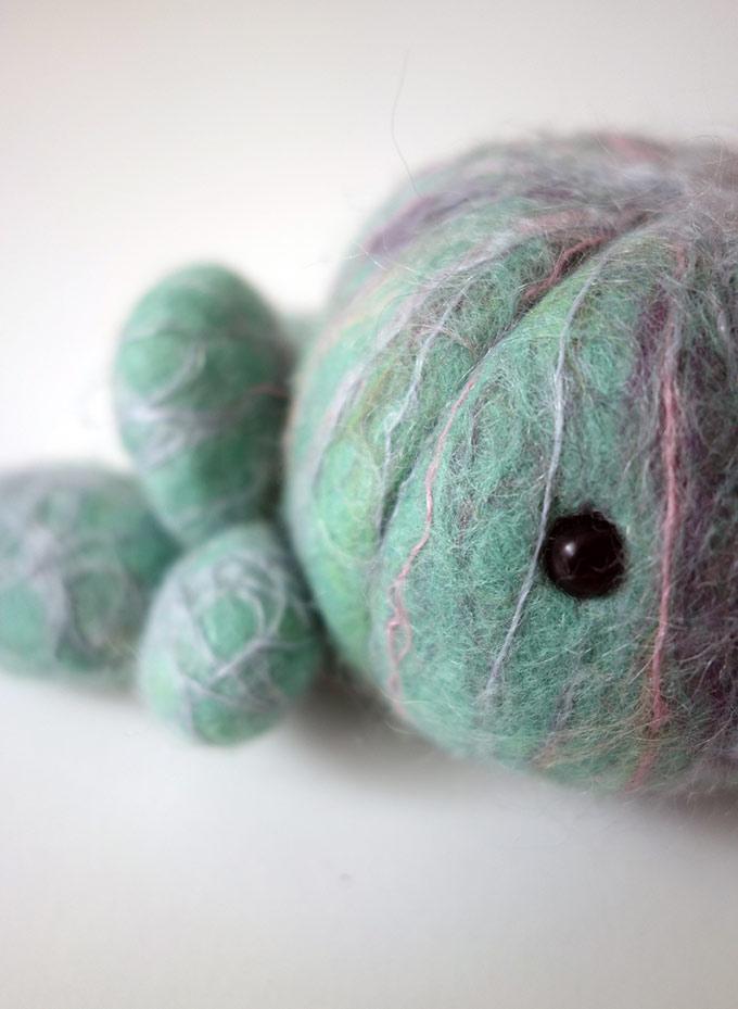 Artiste textile française CAM DUP - Camille Dupuis - felted blob