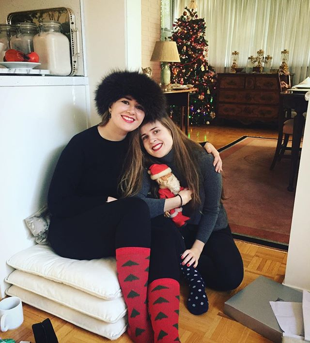 Merry Christmas from the Duff girls 🎄 #sisters #christmas #merrychristmas #christmasgals #actress #writer #models #joyride #christmastree #holidays #holidaycheer #beauties #holidaysocks #family
