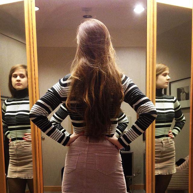 It's almost 2019...time for some self reflection #reflection #2019  #holiday #holidayseason #family #beauty #model #actress #longhair #neimanmarcus #shopping #newyear #mirror #threesacrowd #turtleneck
