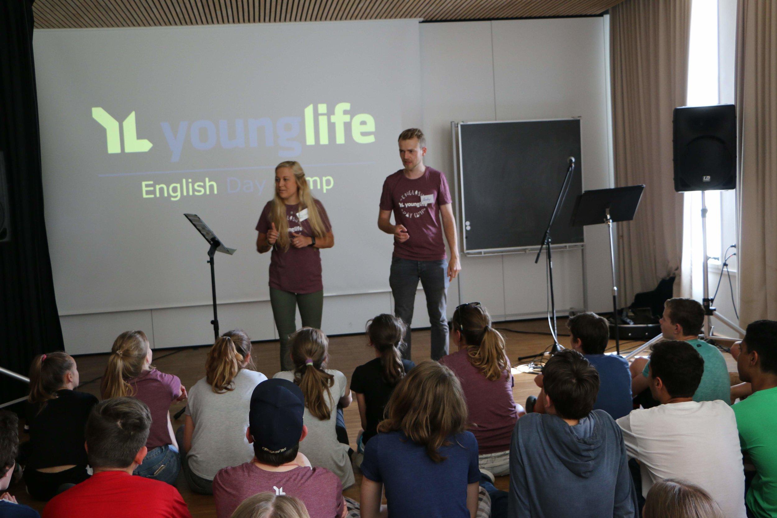 Young Life Club - Jeden Nachmittag beschließen wir den Tag mit unserem Young Life Club, mit Liedern, Spiel und viel Humor. Dabei beschäftigen wir uns auf moderne Art und Weise mit dem christlichen Glauben und dann sehen wir uns am nächsten Tag wieder - in alter Frische und mit neuer Energie.
