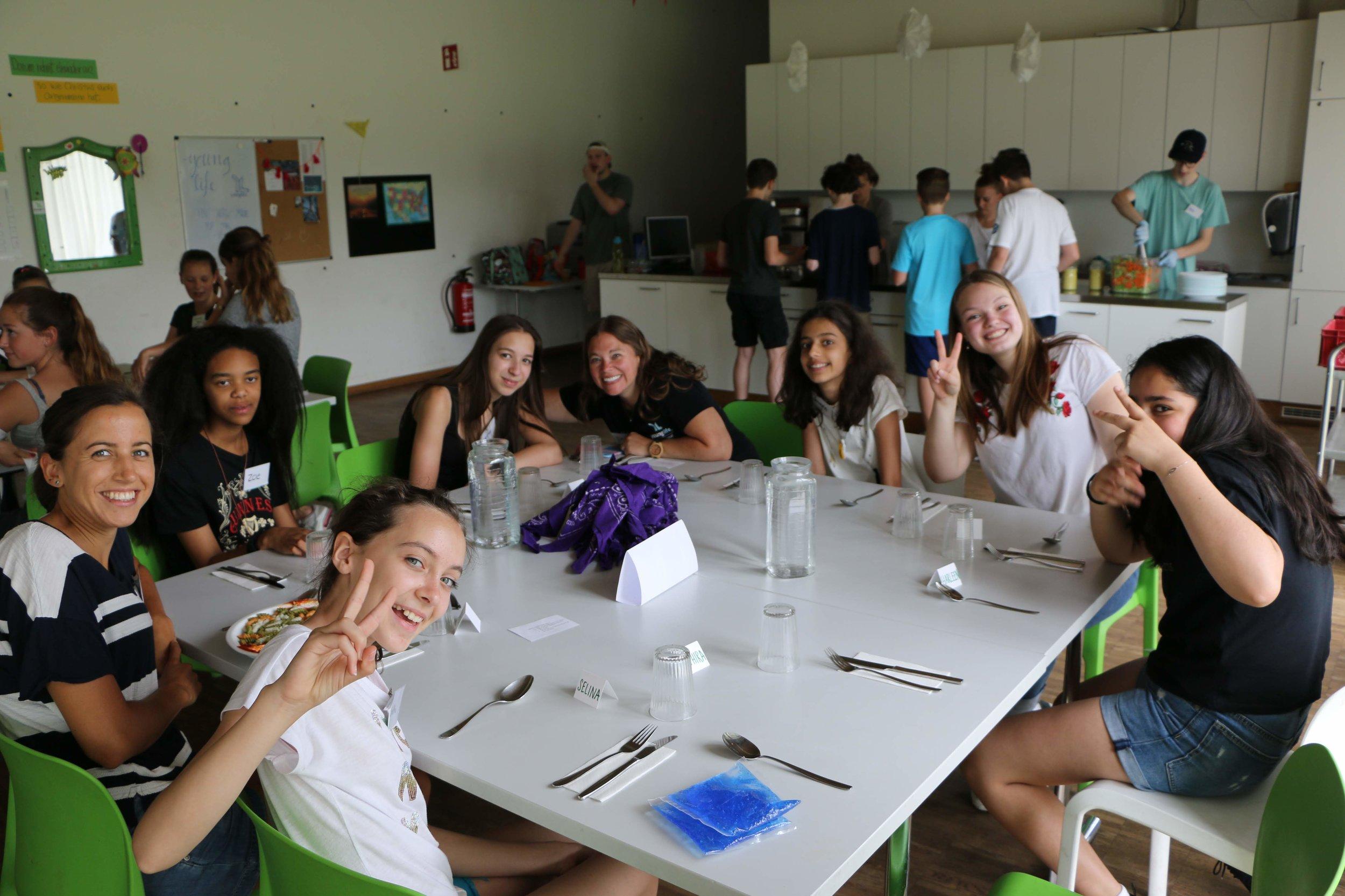Mahlzeiten - Auf unserem Sprachcamp gibt es jeden Tag ein leckeres warmes Mittagessen für Dich.Am Feiertag kochen wir für Euch.