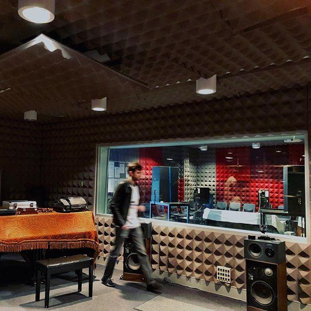 Studio recording day to prep our next EP! 🤖🎸👽 . . . #studiorecording #robotoverlords #studiotime #electronicrock #rockclimbing #rocknroll #rockstar #rockstargames #rockandroll #hardrock #rockband #rockmusic #rocker #indierock #alternativerock #rockies #poprock #Supertags