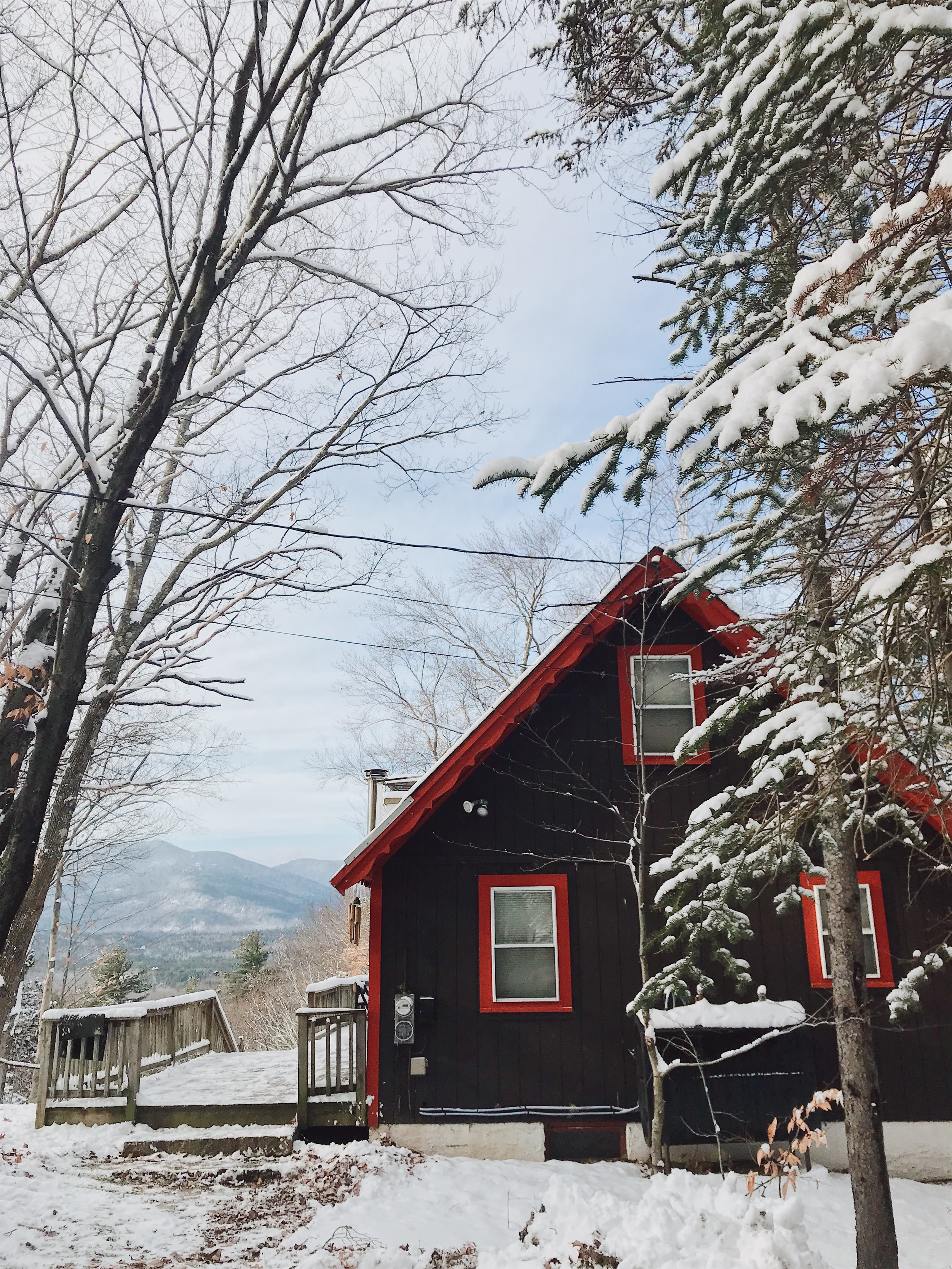 Established in 2017 - Emily and Joe here - we are SO thrilled to invite you to stay at our cozy chalet in the White Mountains. Read on to see why Vienna Lodge means so much to us.