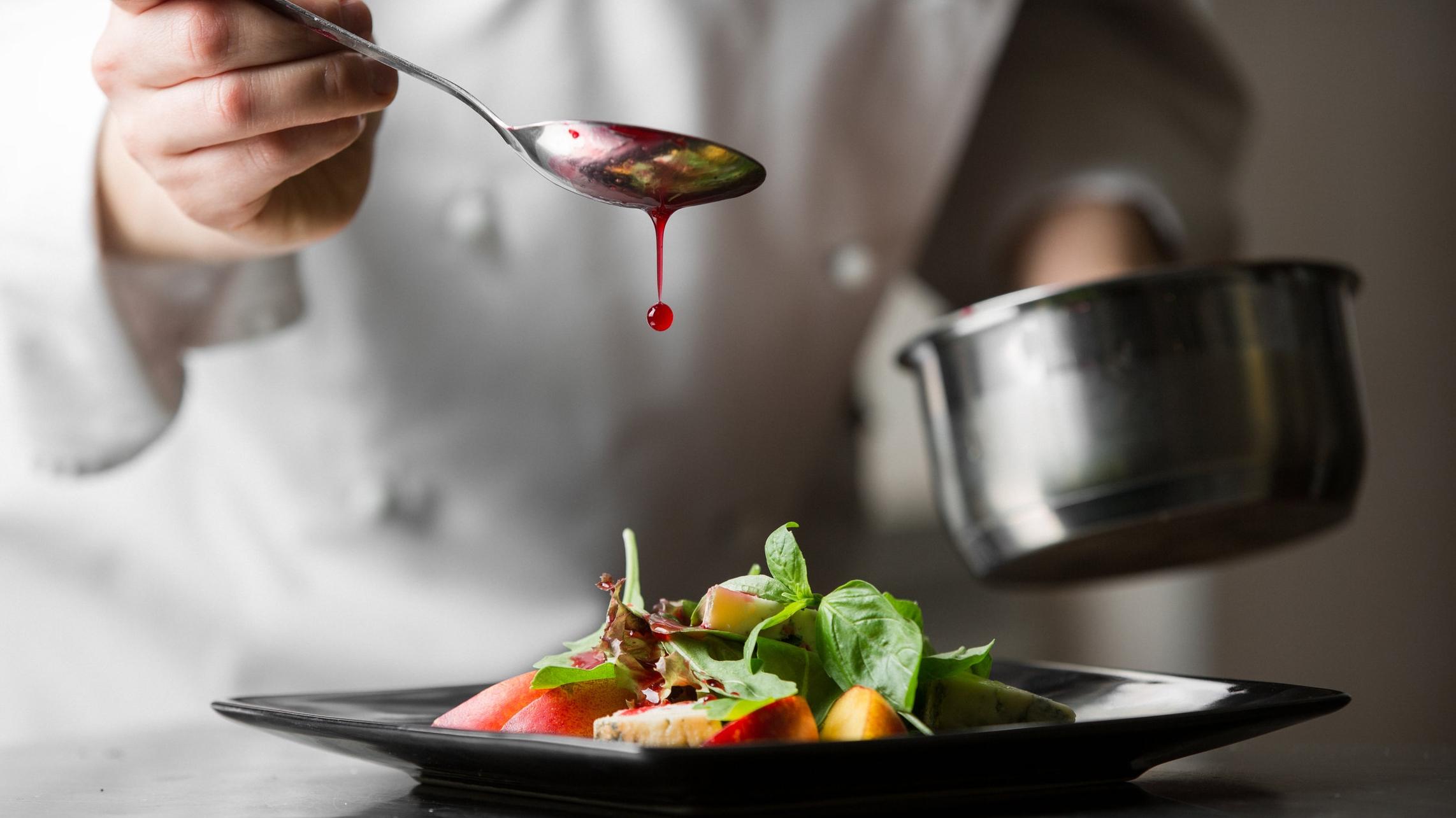 La cocina, mi pasión - Trabajamos muy duro para que los clientes queden satisfechos, repitan y vuelvan a Picatostes.Juan Carlos Dorta, chef