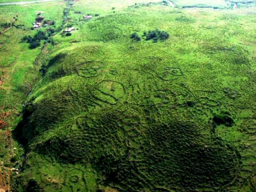 ruinas annunaki africa.jpg