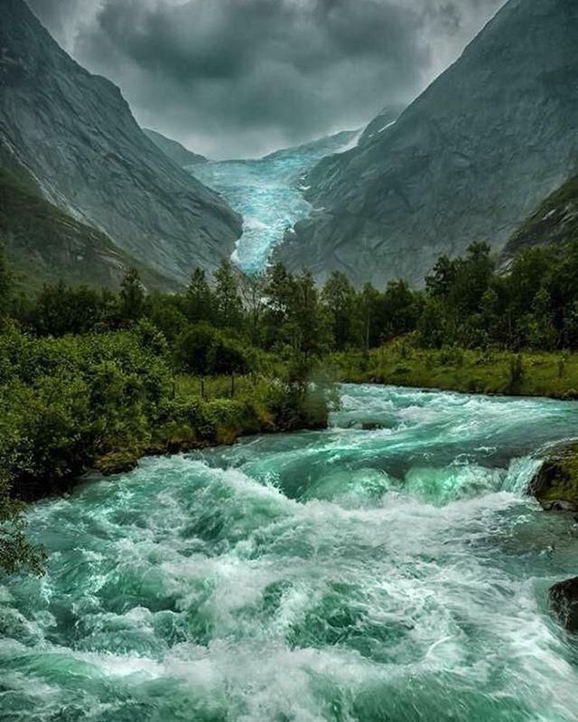 El derretimiento del glaciar briksdalsbreen en Noruega 🇳🇴