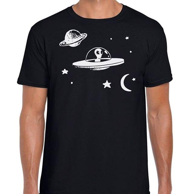 Amuletos, piedras semipreciosas, camisetas, la Santa Muerte y mucho más en nuestra tienda en línea.  Puedes adquirirla en el enlace de nuestra Bio 👆  #Shop #UFO #Tienda #OVNI #Misterio #Miystery #Strange #Camisetas #Fashion
