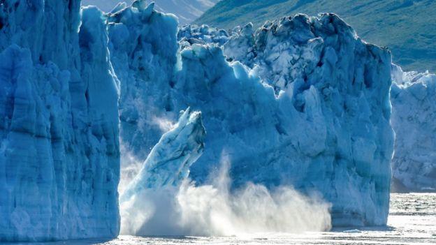 _105664300_iceberg.jpg