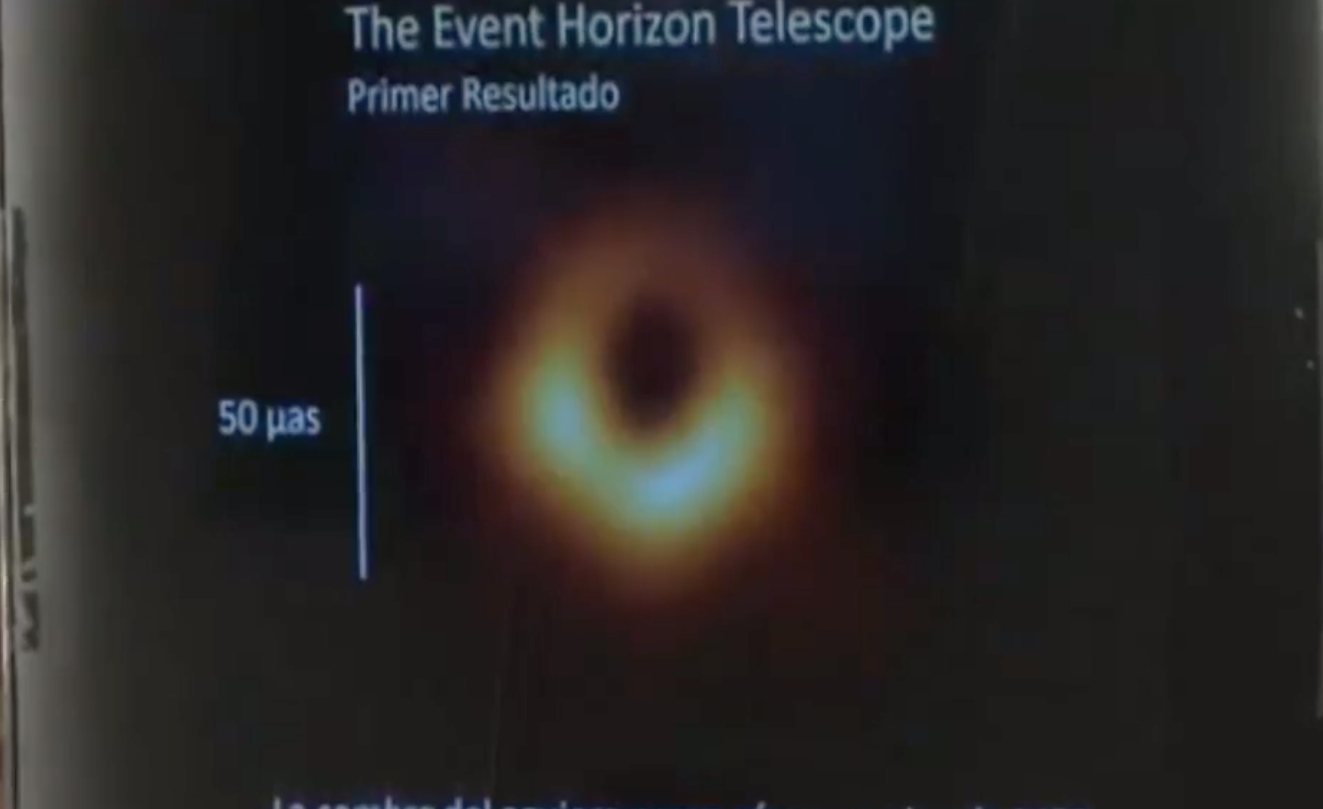 publican-primera-imagen-de-un-agujero-negro-en-la-historia.png