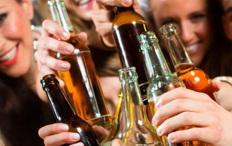 jovenesalcohol1.jpg