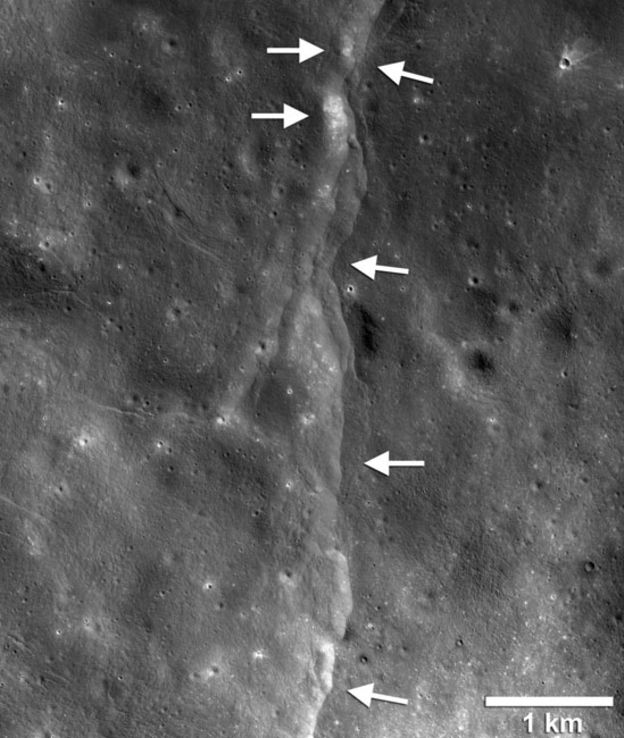 _106954552_moon5.jpg