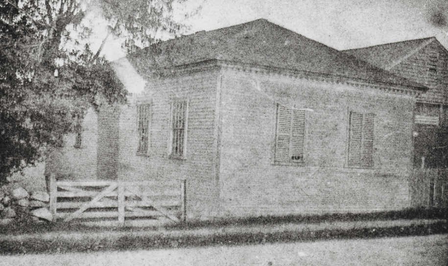 Franklin Academy relocated on Osgood Street to store Hay.It remained on the site of the  Parson Barnard  property until it was badly damaged by a fire in 1905.