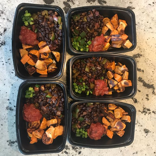 Super excited about these #superfood black bean sweet potato bowls. All ready for the freezer for grab and go lunches. Southwestern spiced black beans, peppers and red onions with oven roasted sweet potatoes, salsa and fresh green onion. Adapted from @skinnytaste Loaded Baked Sweet Potato recipe which is a HUGE hit in my household. Definitely adding this to the recipe list for #meal prep parties  #koutznutrition #knw #mealprep #vegan #vegetarian #glutenfree