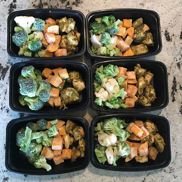 Simple meal prep complete! Baked pesto chicken, roasted butternut squash and frozen broccoli/cauliflower. Makes lunch packing easy!  #koutznutrition #mealprep #freezerlunches #knw #virtualdietitian