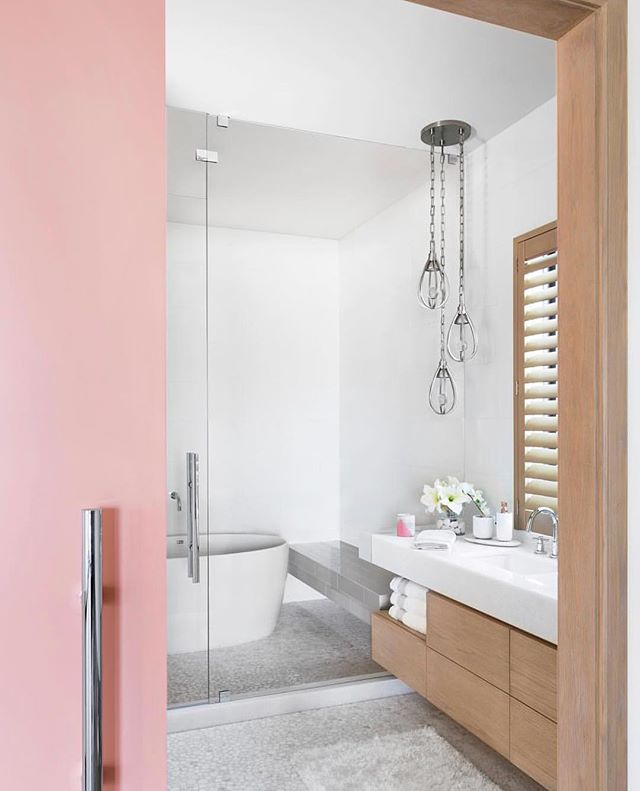 Every room needs something pink ☺️ Here is a beautiful bathroom inspiration from @marcmichaelsid ☺️ . Paint color - SW 6619, the Sockeye #sherwinwilliams . . . #bathroominspo #bathroomdesign #floridahomes #pinkdoor #slidingdoor #sofiasakare #interiorstylist #edesign #onlineinteriordesign #homestyling #midmod #moderninterior #homedecor #instadesign #interiordecorator #moderndecor #interiordesigninspiration #designlovers #designdiaries #designinspo #interiorstyle #interiorlovers #interiorforyou #deco #homedesign #interiorinspo #interiorstyling #homebeautiful #interiorlove