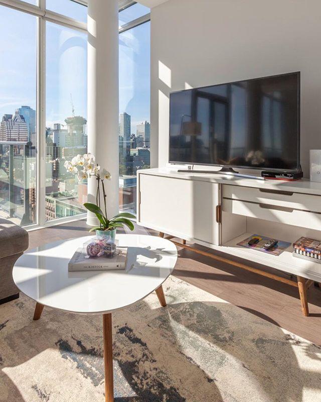 #TBT Let the view help you to create your interior color scheme. Toronto city skyline inspired this modern condo penthouse project. Love every detail, but the views are spectacular! ⠀ .⠀ .⠀ .⠀ #sofiasakare #interiorstylist #edesign #onlineinteriordesign #virtualinteriordesign #homestyling  #moderninterior #homedecor #instadesign #interiordecorator #moderndecor #interiordesigninspiration #designlovers #designblogger #interiordesignblog ⠀
