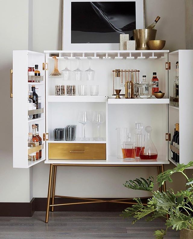THIS is your home party centerpiece ☺️👌💃🏻💃🏻💃🏻 Happy Friday!! #CB2 ⠀ .⠀ Click link in bio to shop this gorgeous cabinet 😉⠀ .⠀ .⠀ .⠀ #sofiasakare #interiorstylist #edesign #onlineinteriordesign #homestyling #midmod #moderninterior #homedecor #instadesign #interiordecorator #moderndecor #interiordesigninspiration #designlovers #designinspo #interiorstyle #interiorforyou #homedesign #interiorinspo #interiorstyling #homebeautiful #interiorlove #shopstyle