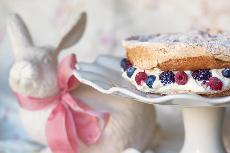 hazelnut-berry-meringue-cake 5.jpg