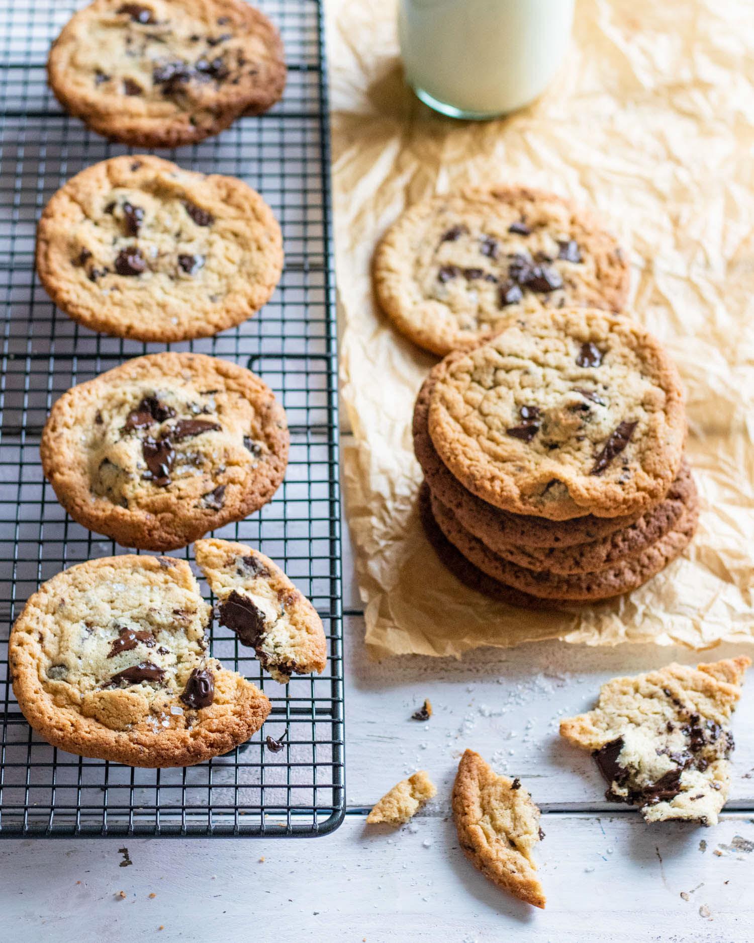 tahini-chocolate-chip-cookies-with-milk