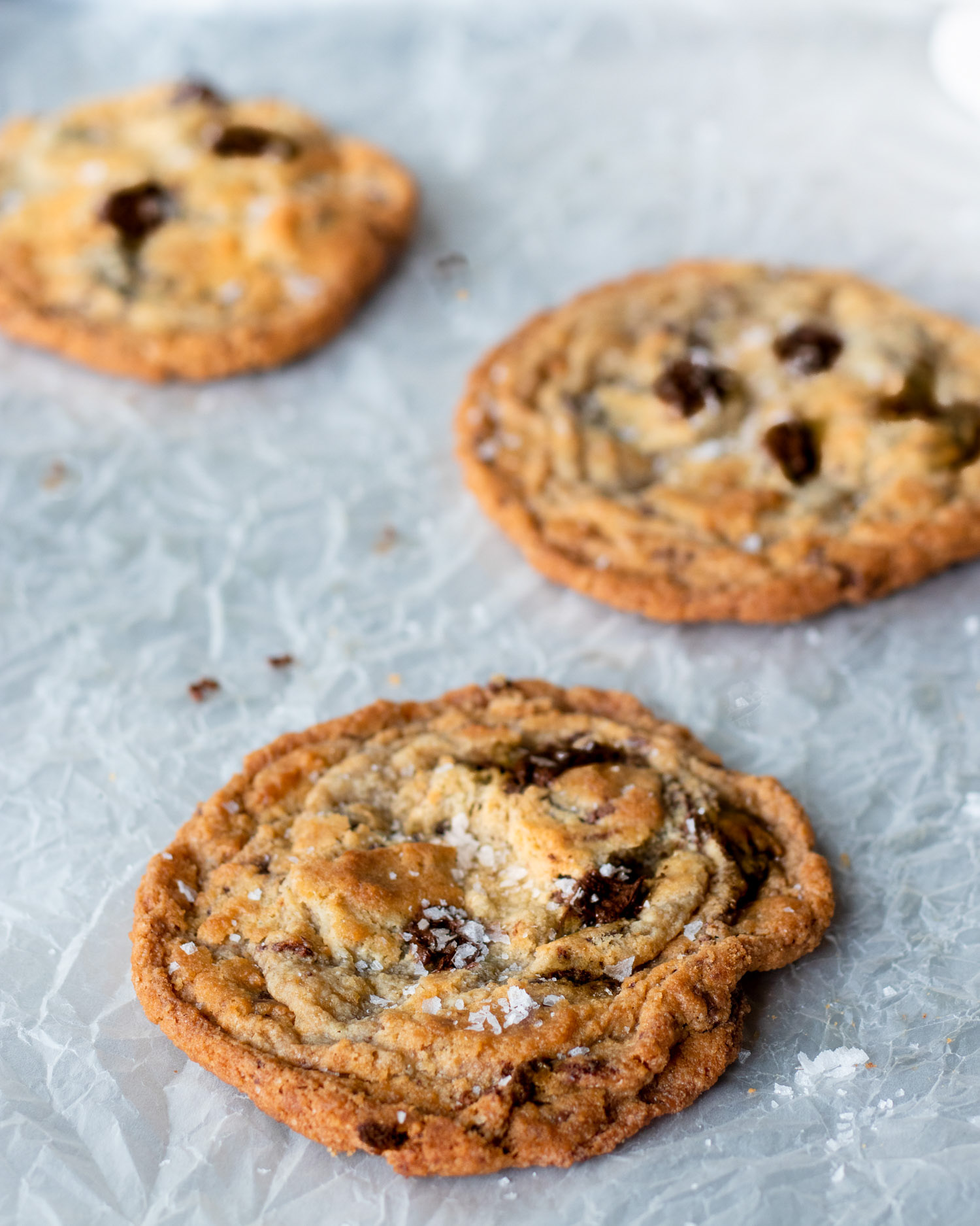 tahini-chocolate-cookies-on-tray