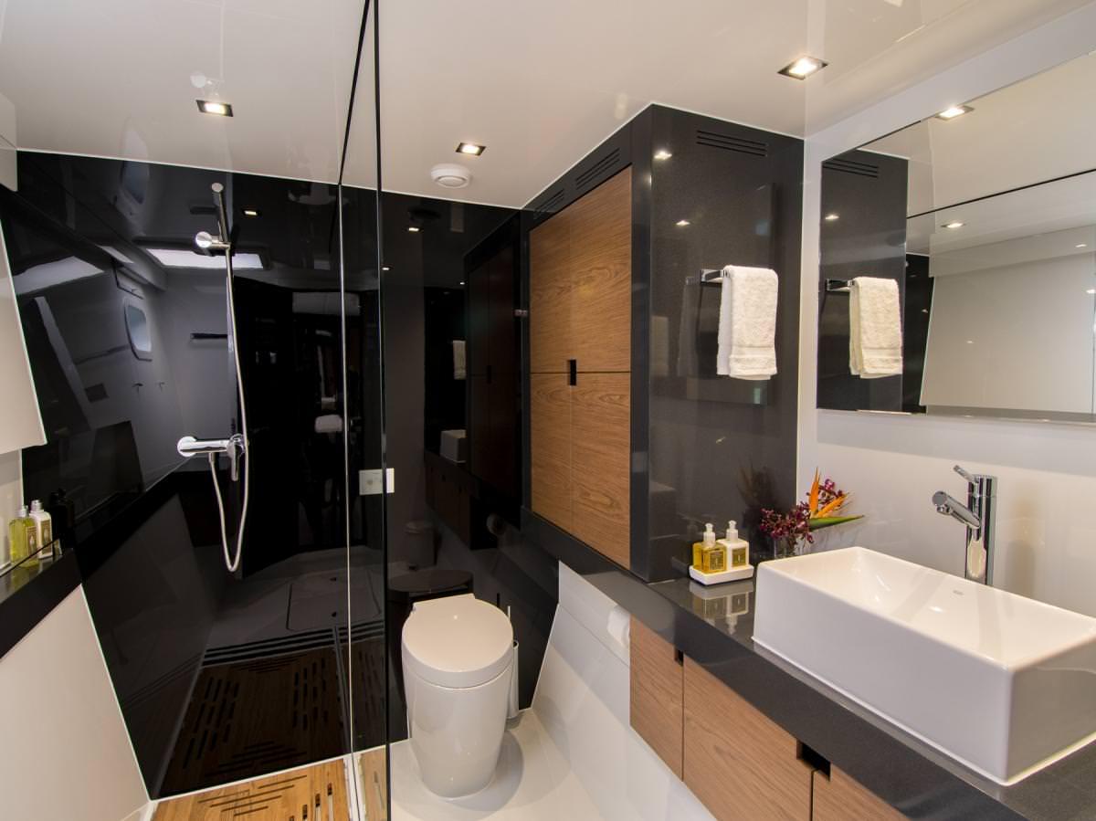 Euphoria 60-Sunreef-Master Bathroom