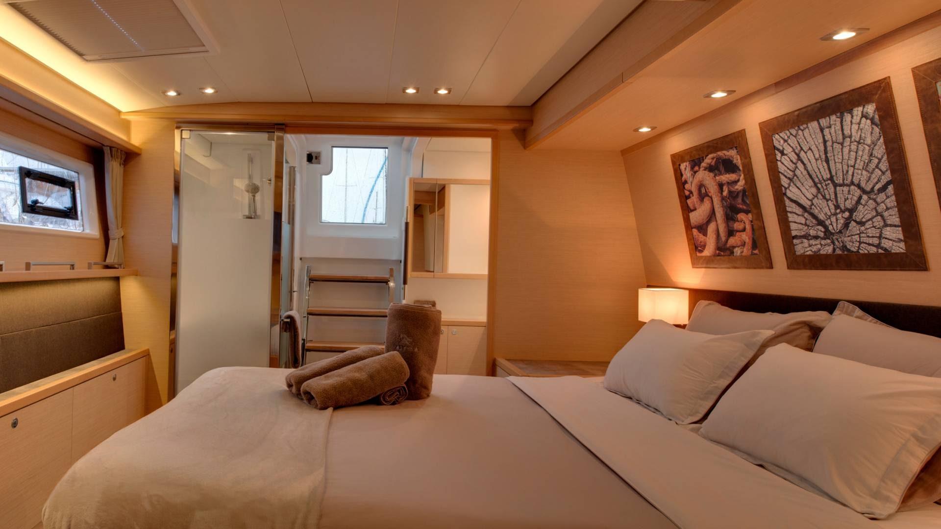 bedroom-lagoon-560-catamaran-l.jpg