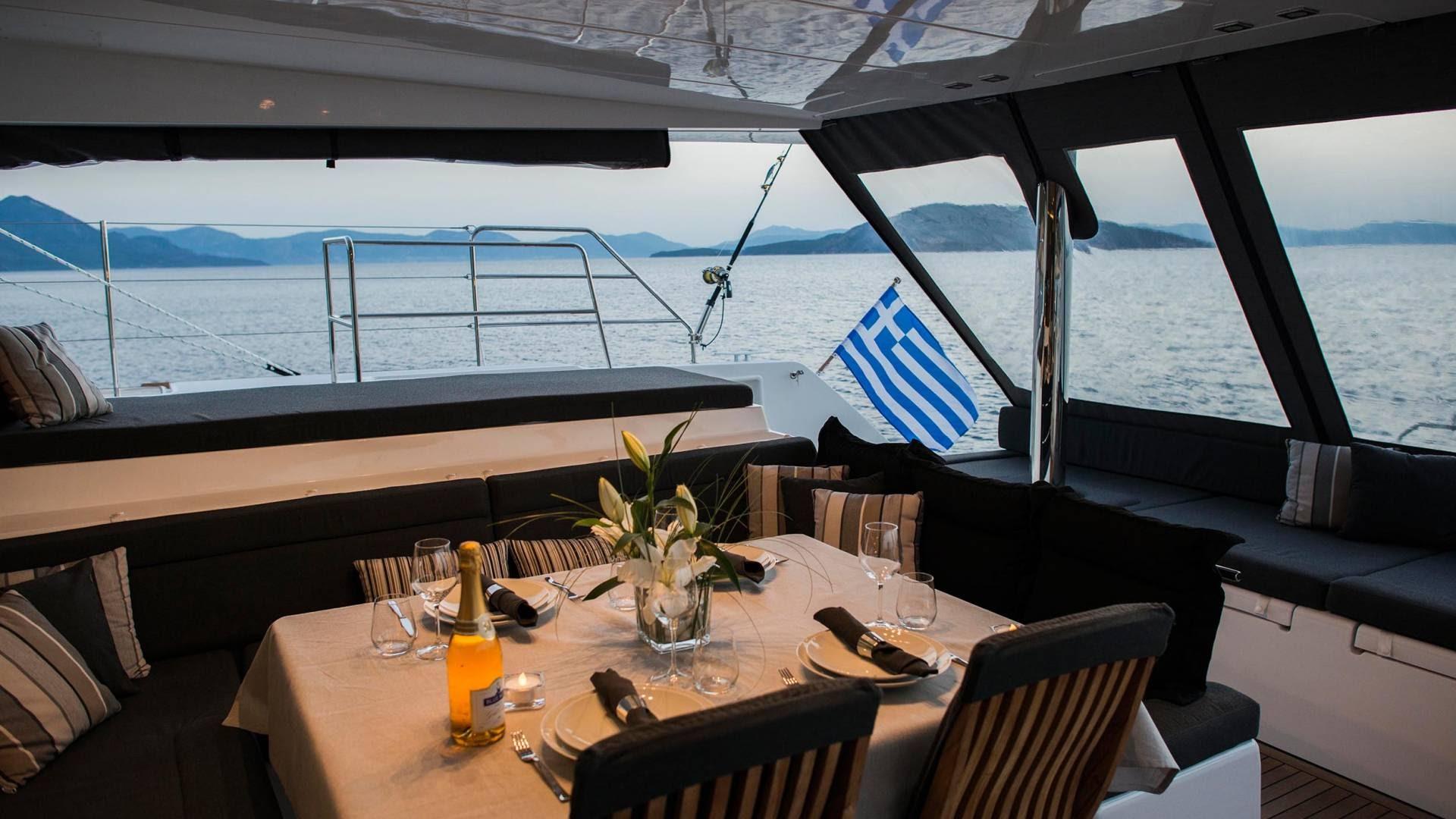 breakfast-onboard-sailing-yacht-l.jpg