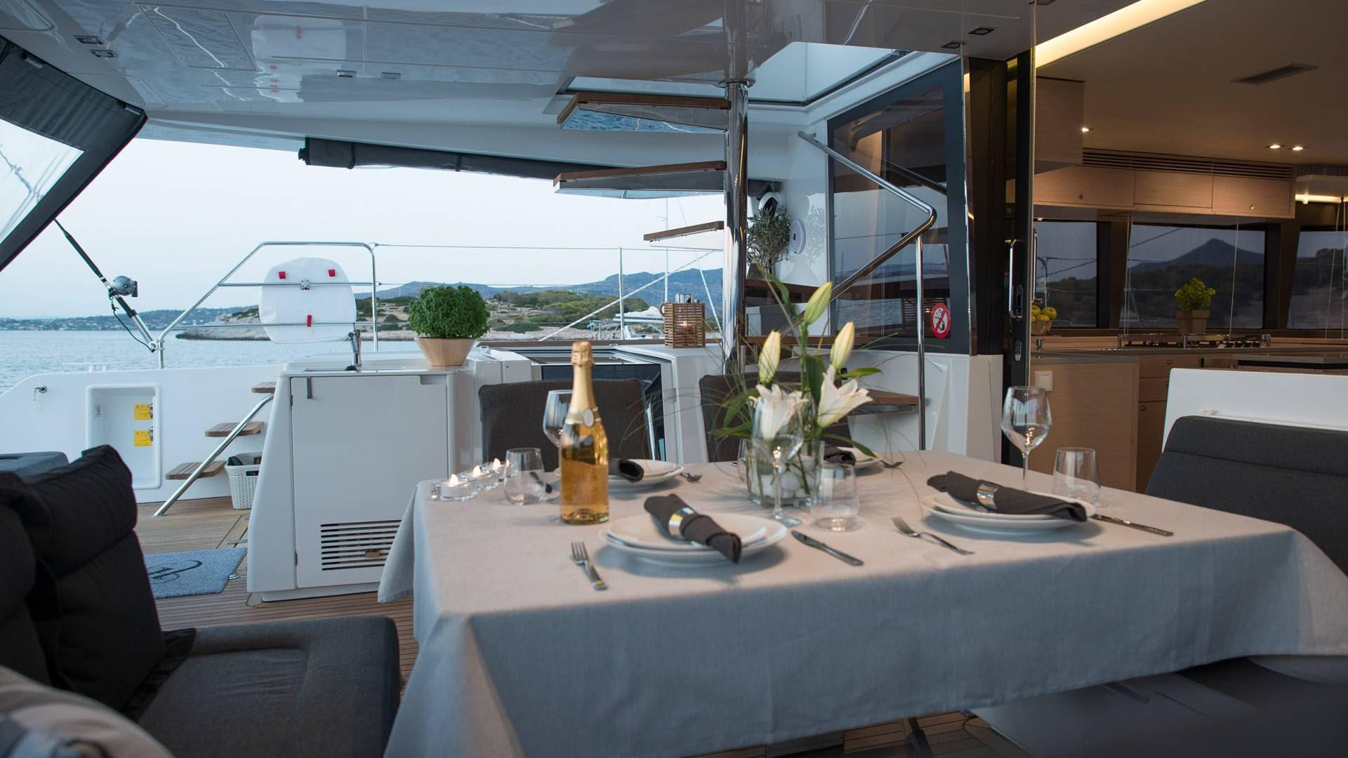 greek-gate-away-yacht-charter-l.jpg