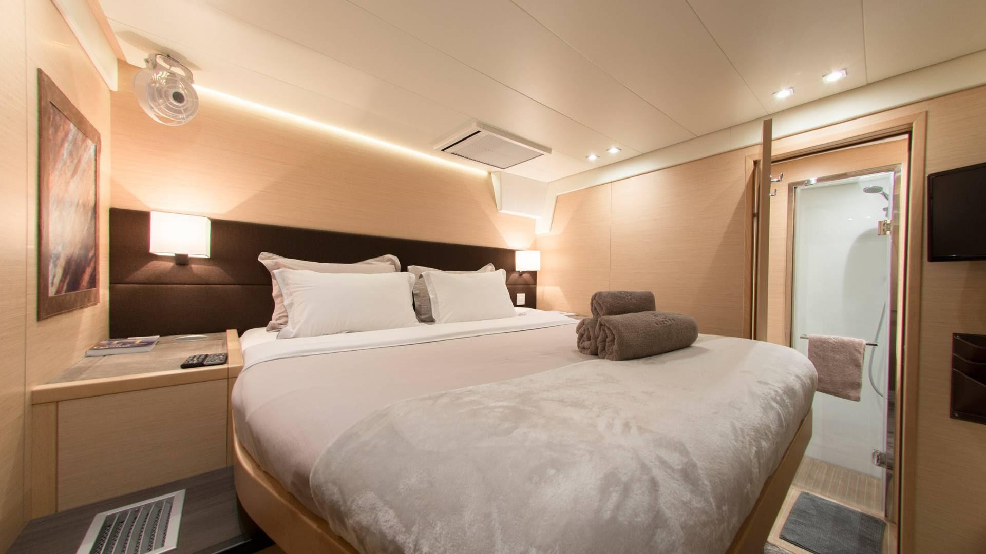 sailing-catamarans-charter-geece-l.jpg