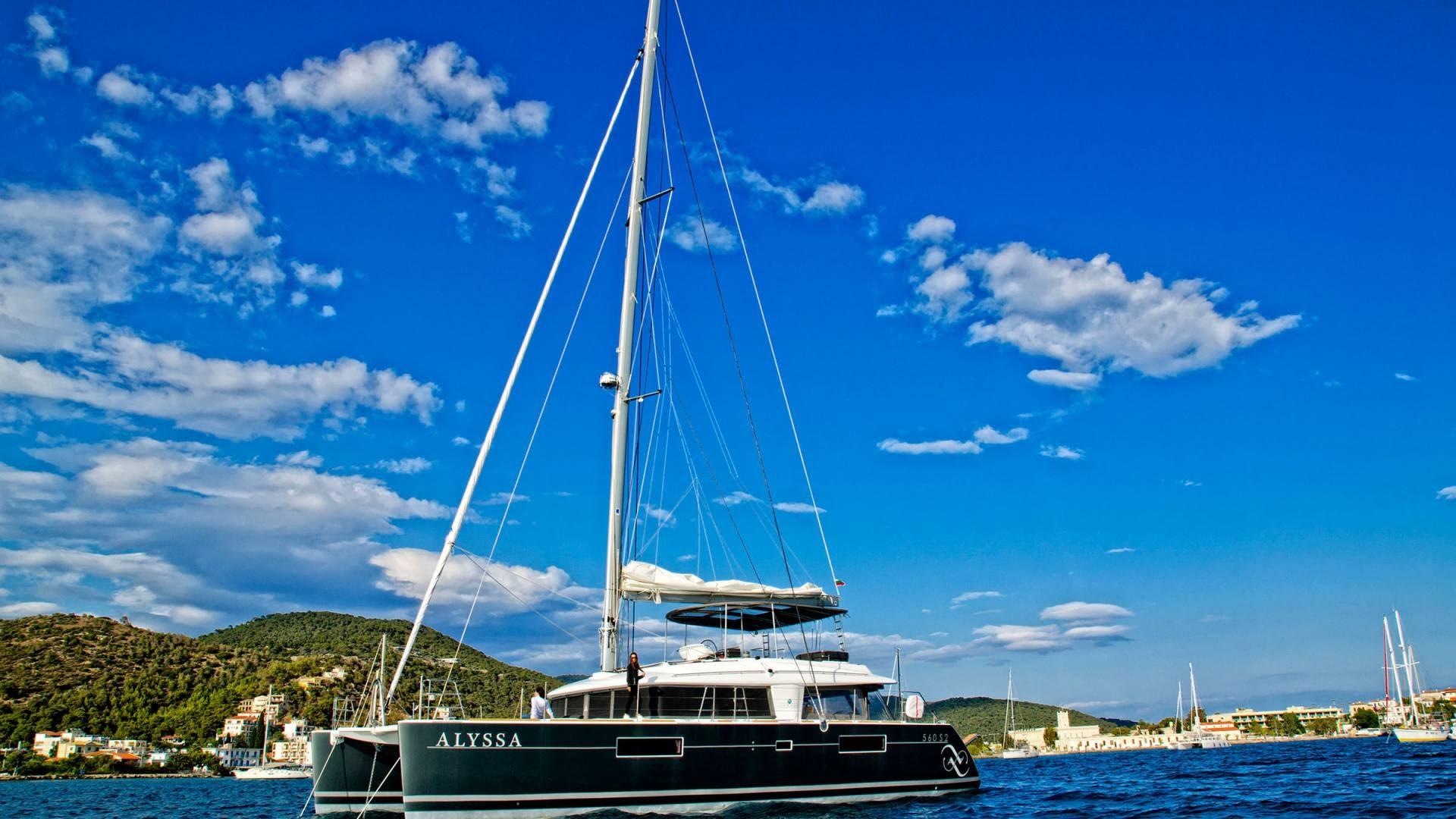 sailing-greece-cyclades-crewed-charters-3-l.jpg