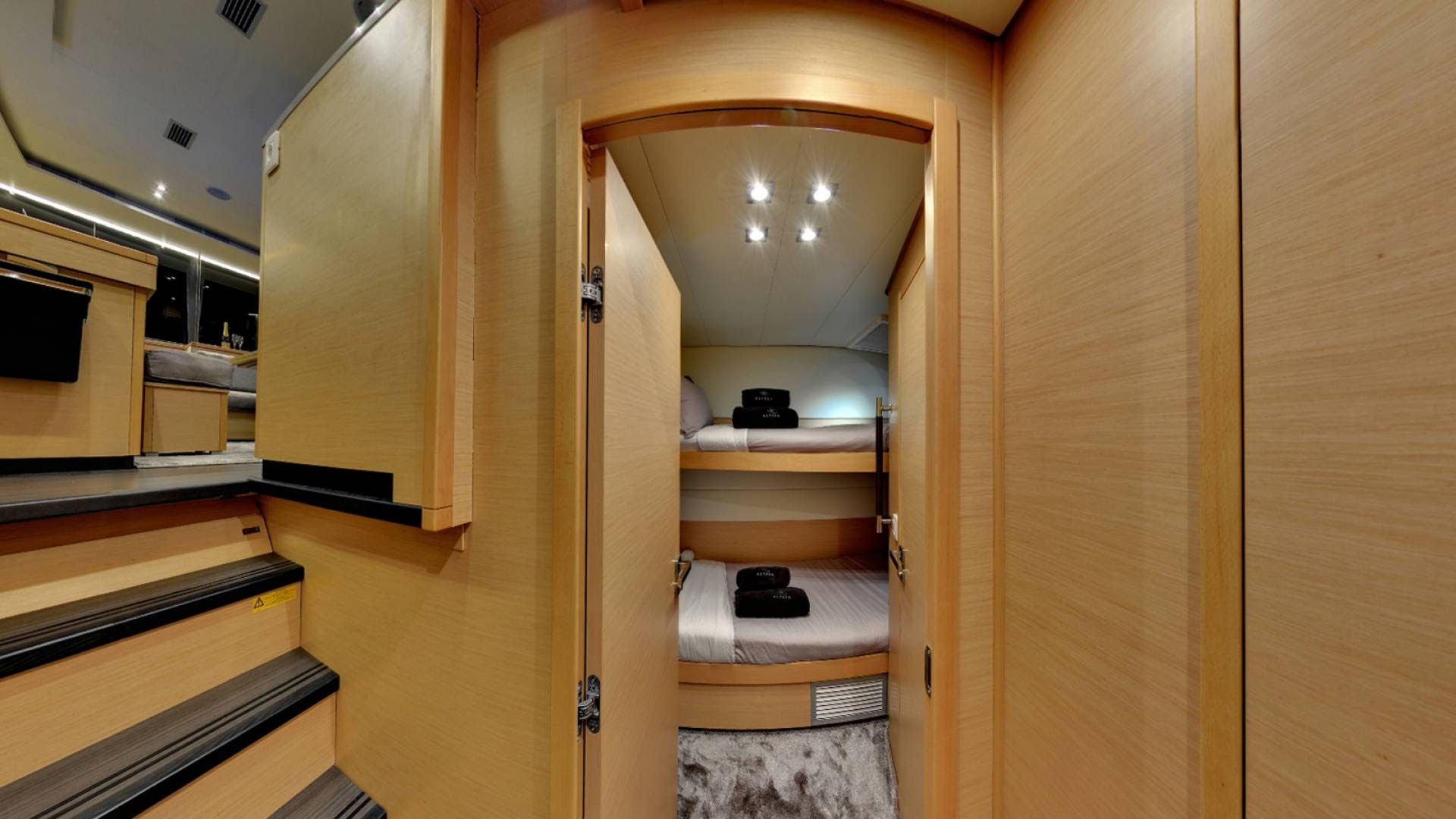 yacht-renting-greece-l.jpg