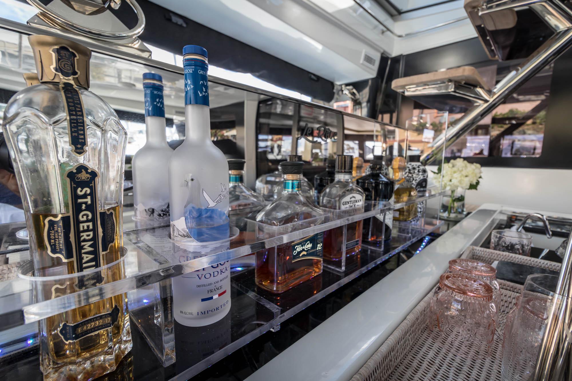 Le Reve-2018 Lagoon 620-Hydraulic Bar