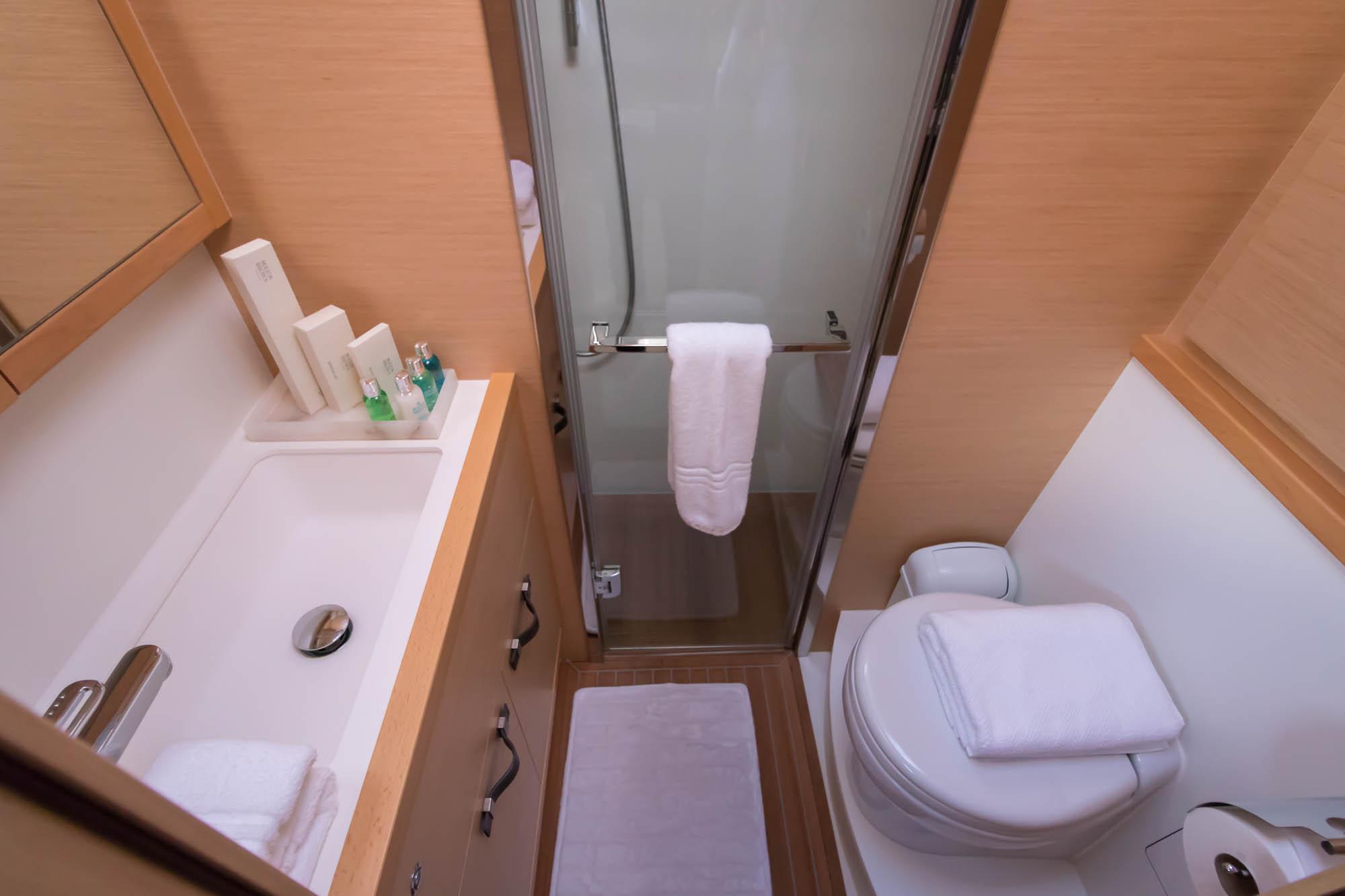 Le Reve 2018 Lagoon 620 VIP Bathroom