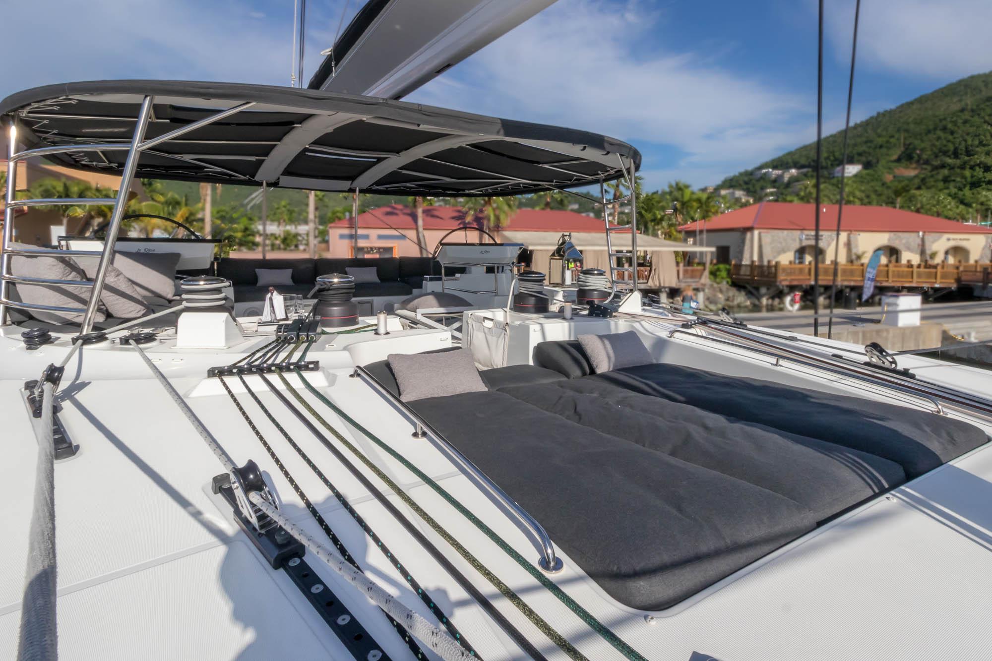 Le Reve-2018 Lagoon 620-Sunbed