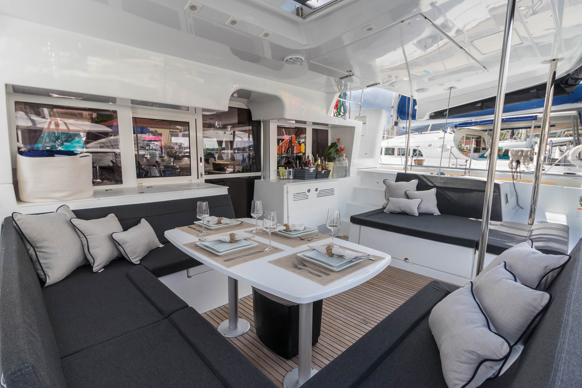 The Lagoon 450F utilizes its space very well by offering multiple lounge options as well as indoor and outdoor dining