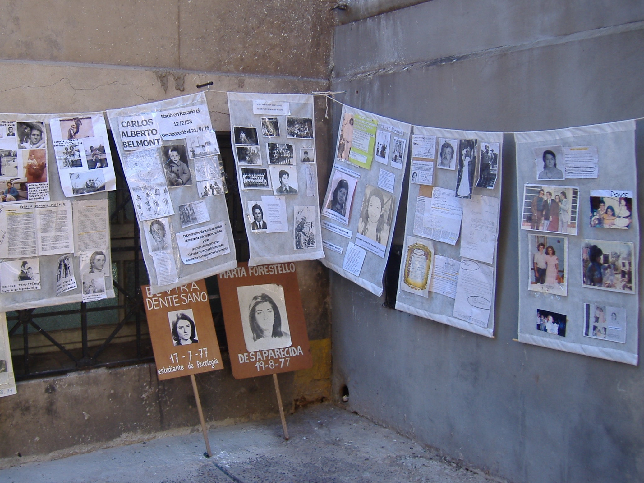 Photos of disappeared people at an illegal detention center in Rosario, Argentina, 2006. (Photo: Wikimedia Commons)